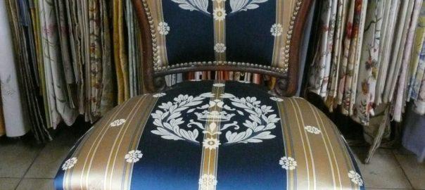 siège bleu et or