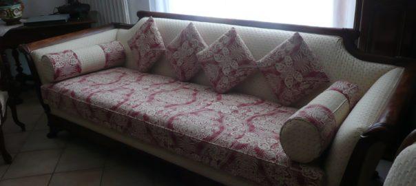 canapé rénové avec coussins