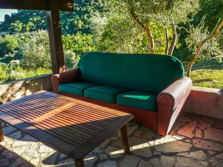 canapé extérieur vert