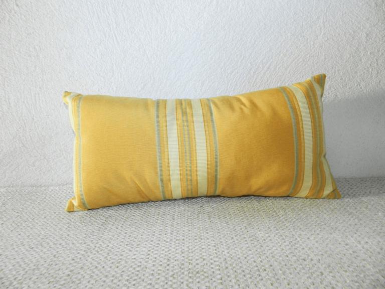 repose-nuque jaune rayé