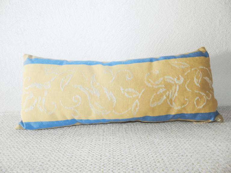 repose-nuque bleu et jaune