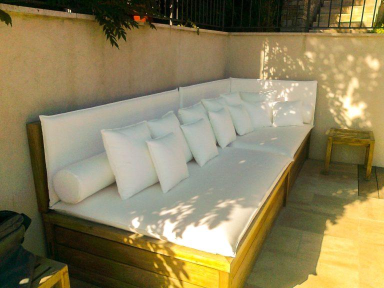 canapé blanc extérieur en bois