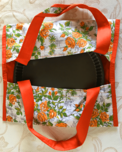 sac à tarte avec un fond uni rouge