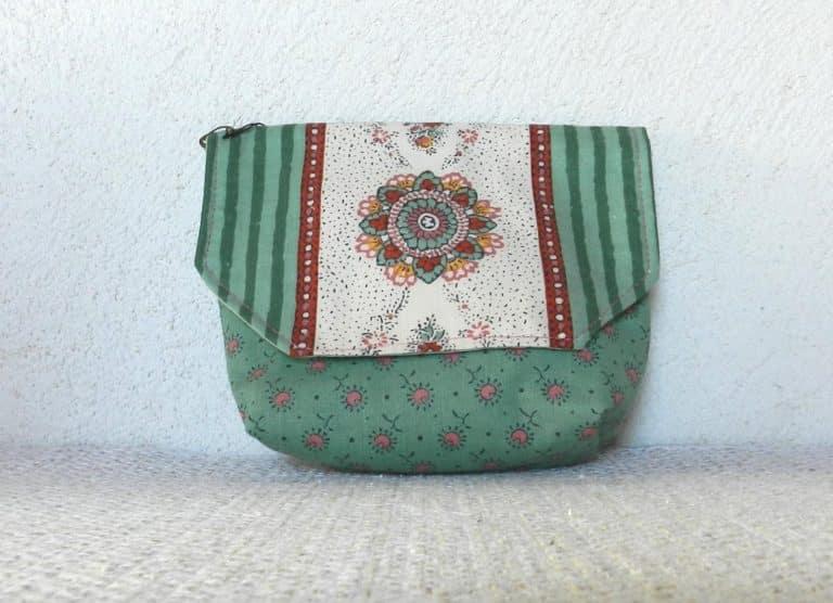 pochette verte motif fleur orientale