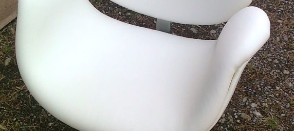 fauteuil blancs pivotant