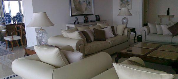 ensemble de fauteuils en cuir beige