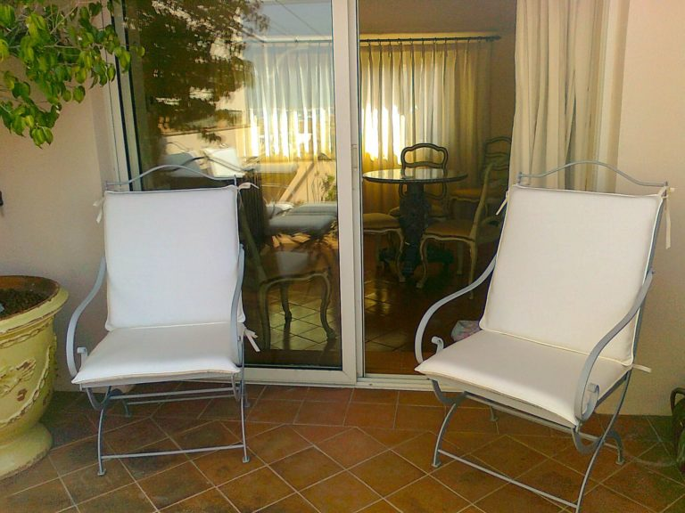 chaises jardin blanches